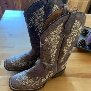 Woman's Corral Embroidered Cowgirl boots